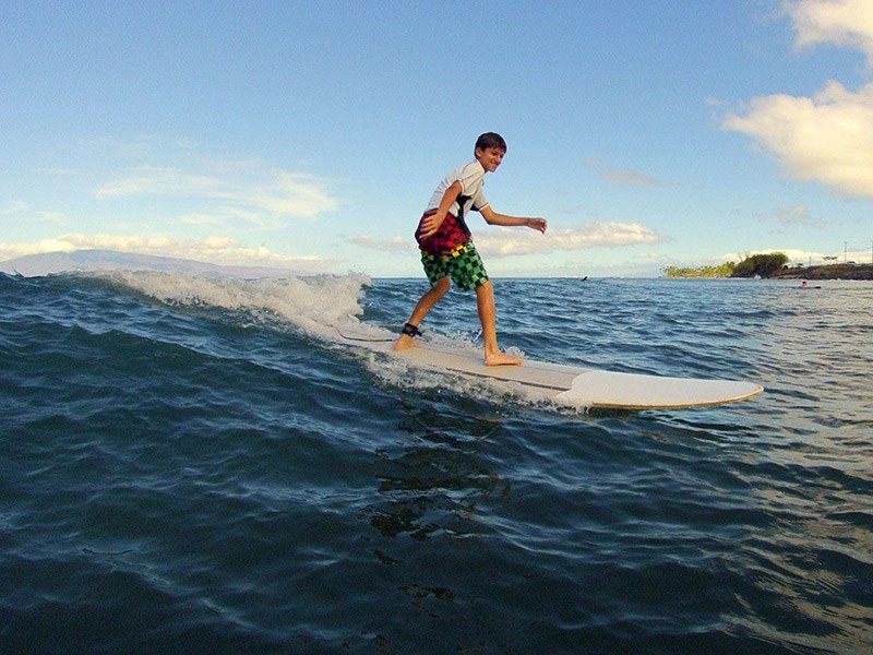 watch-surfing-in-maui